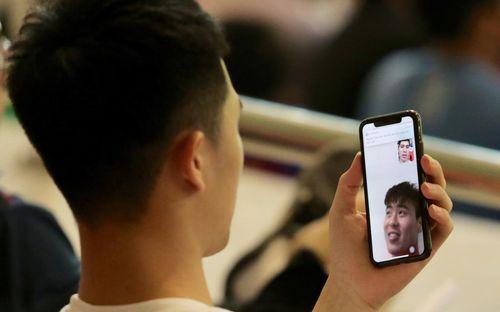 Đình Trọng gọi video tán gẫu với Duy Mạnh, bị bác sĩ Hàn Quốc
