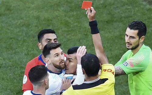 LĐBĐ Nam Mỹ tăng án phạt Messi lên hàng chục lần sau khi bị dân mạng chế giễu: