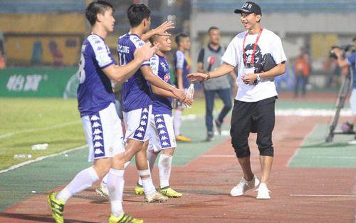 Đoàn Văn Hậu bảnh bao trở về sân Hàng Đẫy, xúc động cảm ơn hành động đẹp của các cầu thủ Hà Nội FC