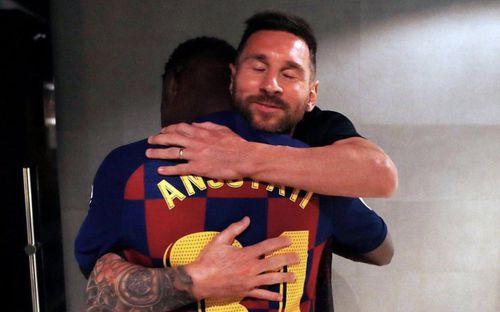 Chuyện lạ ở Camp Nou: Cầu thủ chỉ được ra sân đá cho Barcelona nếu bố mẹ cho phép