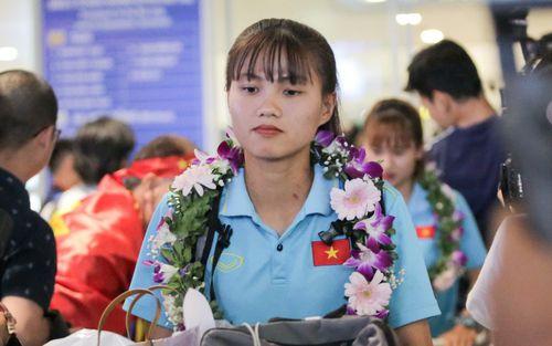 Nữ tuyển thủ Việt Nam gây bão mạng: