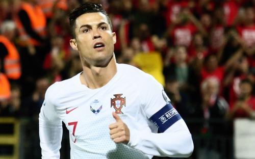 Ronaldo thiết lập hàng loạt kỷ lục khi ghi 4 bàn giúp Bồ Đào Nha thắng đậm ở vòng loại Euro 2020