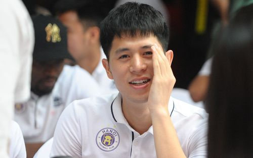 Đình Trọng khẳng định Thành Chung rất giống người CHDCND Triều Tiên, lo cho người bạn khi đi đá chung kết lượt về AFC Cup