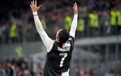 Ronaldo kém duyên, Juve thắng hú vía Inter trong trận cầu siêu kinh điển Italy