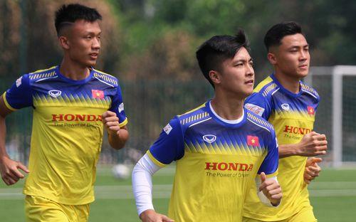 Thủ môn Bùi Tiến Dũng tích cực tập luyện, quyết tâm nối dài chuỗi trận không để thủng lưới trong màu áo U22 Việt Nam