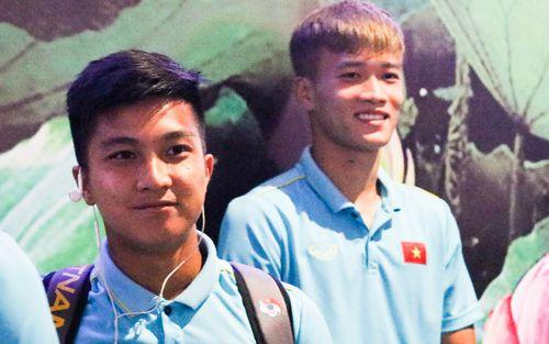Dàn tuyển thủ U22 Việt Nam cực bảnh bao xuất hiện tại sân bay Tân Sơn Nhất chuẩn bị đá giao hữu với UAE