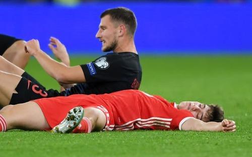 Sự thật bất ngờ đằng sau cảnh tượng hãi hùng khi ngôi sao tấn công sáng nhất MU bị đối thủ hạ knock-out ở vòng loại Euro 2020