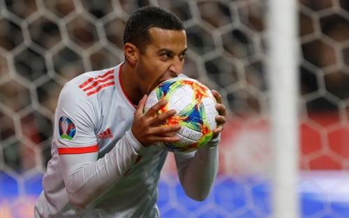 Nhờ khoảnh khắc tỏa sáng này ở phút bù giờ, tuyển Tây Ban Nha thoát thua và chính thức có mặt ở VCK Euro 2020 nhưng fan MU lại lo ngay ngáy