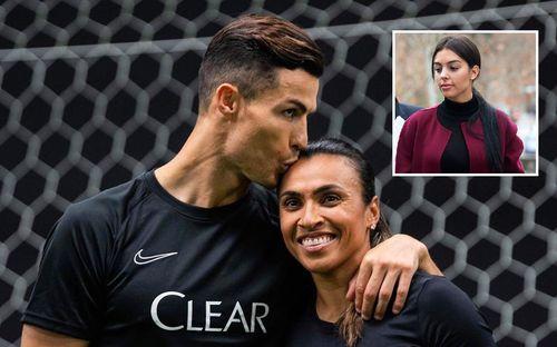 Ronaldo gây sốc khi đăng ảnh hôn đồng nghiệp nữ lên trang cá nhân, fan đồng loạt thắc mắc:
