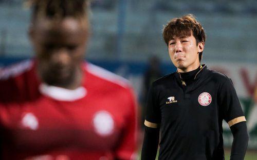 Trợ lý người Hàn Quốc khóc nức nở, không phục thất bại trước Hà Nội FC ở bán kết Cúp Quốc gia 2019