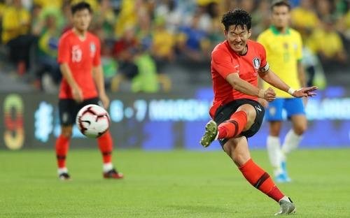 Không hẹn mà gặp, ĐT Hàn Quốc và Nhật Bản cùng thua bẽ bàng