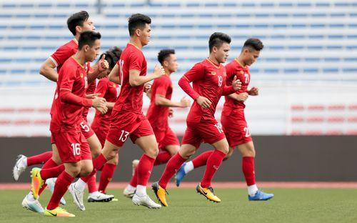 U22 Việt Nam tập luyện với 10 người ở SVĐ tại Manila sau trận thắng Brunei