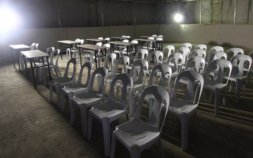 Hoảng hồn với phòng họp báo của trận U22 Thái Lan - U22 Indonesia: Nhìn như nhà kho bỏ hoang trong phim kinh dị, nhếch nhác, thiếu ánh sáng, đầy nguy hiểm