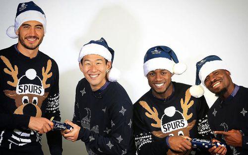 Sao bóng đá nô nức đón Giáng sinh: Messi hóa thân trong trang phục cực cool, Son Heung-min tươi cười hớn hở mặc kệ búa rìu chỉ trích