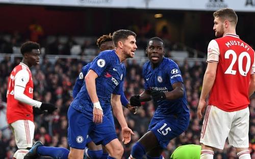 Thủ môn tấu hài cực mạnh, Arsenal ngậm ngùi thua ngược Chelsea trong trận derby thủ đô nước Anh