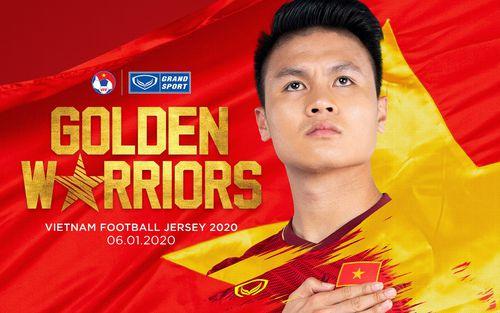 Quang Hải cực ngầu khi tiết lộ mẫu áo đấu mới của tuyển Việt Nam 2020, fan đồn đoán dưới tay anh là hoa sen hay rồng vàng?