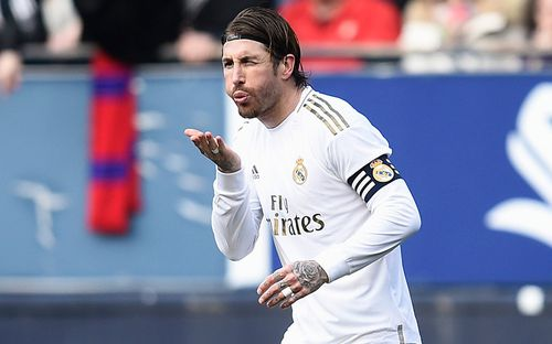 Thoát bị đuổi khỏi sân để rồi sắm vai người hùng, trung vệ thủ quân điển trai giúp Real Madrid nới rộng khoảng cách với Barcelona