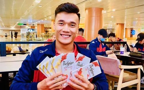 Dàn cực phẩm FA trong ngày valentine: Quang Hải miệt mài tập gym, Bùi Tiến Dũng đăng bán socola dạo