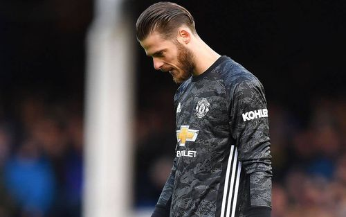 De Gea sai lầm tai hại, Man United suýt