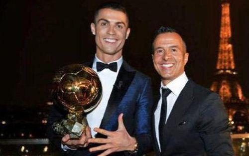 Người đại diện lừng danh và đồng đội cũ của Ronaldo bị Vệ binh Bồ Đào Nha