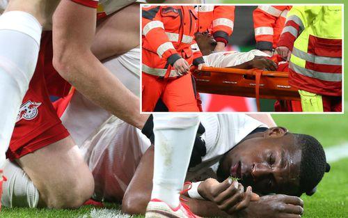 Cầu thủ trẻ tiềm năng nuốt lưỡi, mồm đầy máu sau một tai nạn