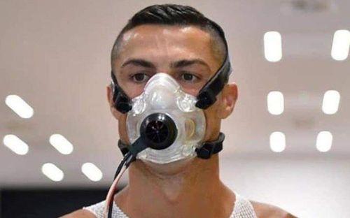 Từ nơi cách ly, Ronaldo gửi lời nhắn nhủ fan giữa mùa dịch Covid-19