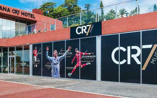 ĐỘC QUYỀN: Nhân viên của Ronaldo xác nhận không có chuyện khách sạn được dùng làm bệnh viện phục vụ bệnh nhân nhiễm COVID-19