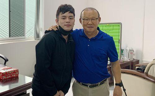 Vắng bóng đá vì dịch Covid-19, HLV Park Hang-seo rủ vợ quyết tâm học Tiếng Việt