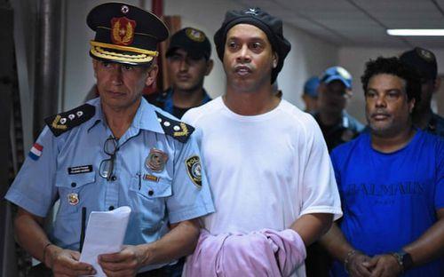 Hé lộ mới về cuộc sống trong tù của Ronaldinho: Chẳng thấy thiếu thứ gì nhưng vẫn