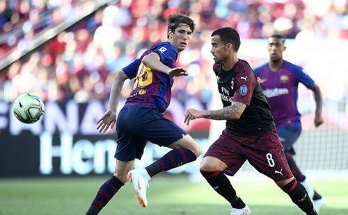 """Barcelona gục ngã đúng phút 90+3 theo kịch bản """"điên rồ"""""""