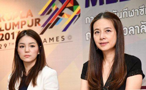 Trưởng đoàn xinh đẹp của Thái Lan lo sợ kịch bản thua trận trước ĐT nữ Việt Nam