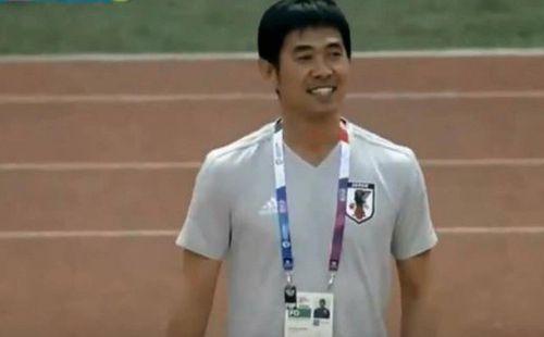 Nụ cười lạ lùng của HLV Nhật Bản khi học trò bỏ lỡ cơ hội trước U23 Việt Nam