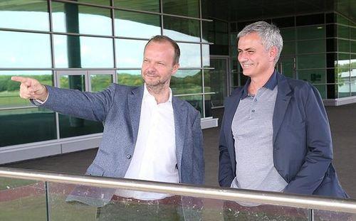 Ban lãnh đạo M.U vẫn chống lưng cho Jose Mourinho