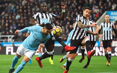 Premier League: Nghi ngờ vào 'vua'