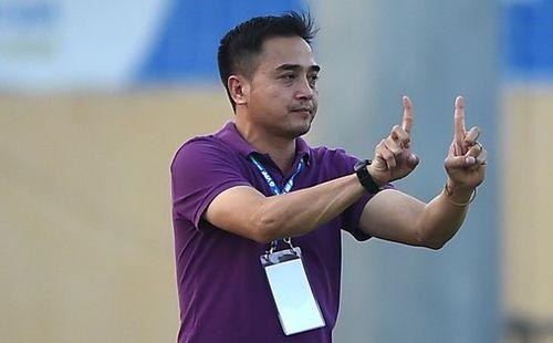 Phản ứng trọng tài, HLV Đức Thắng bị đình chỉ 3 trận