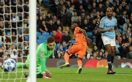 Man City thua muối mặt trên sân nhà;