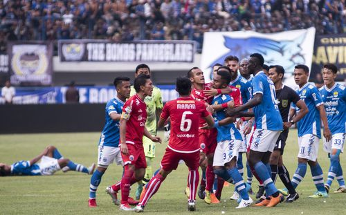 Nền bóng đá Indonesia phẫn nộ trước việc 1 CĐV bị đánh chết thương tâm