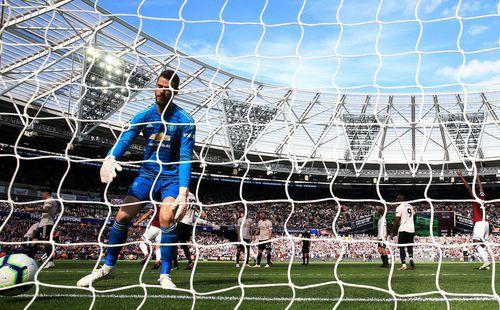 David de Gea lập kỷ lục buồn trong ngày Quỷ đỏ gục ngã, đưa Mourinho lên