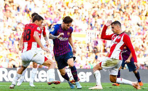 Barcelona suýt gục ngã lần thứ 2 liên tiếp trong ngày Messi vào sân từ ghế dự bị
