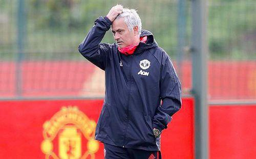 Mourinho bơ phờ, Pogba tươi tắn, Sanchez tính chuyện