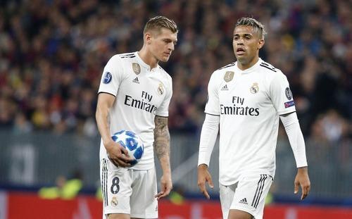 Ronaldo & ZidaneReal vừa đi khỏi, Lopetegui đã kịp phá nát Real Madrid