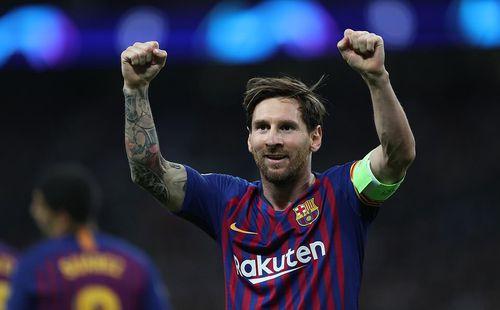2 lần sút trúng cột dọc, Messi vẫn giúp Barca
