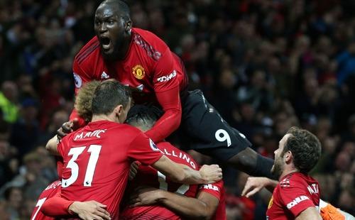 Ngược dòng không tưởng, Man United khiến Old Trafford vỡ òa với đòn