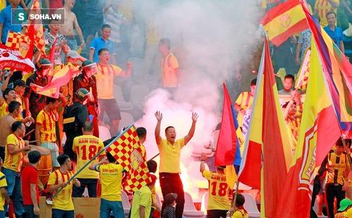 Fan Nam Định đốt lửa, tiễn Cần Thơ về