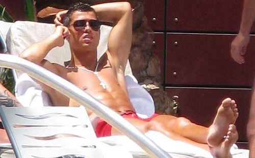 Tiết lộ: Real Madrid ép Ronaldo dùng tiền che giấu vụ án hiếp dâm