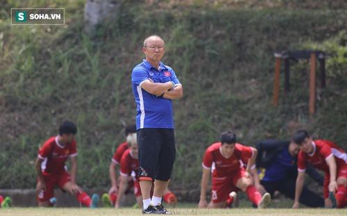 90 phút căng thẳng cho HLV Park Hang-seo