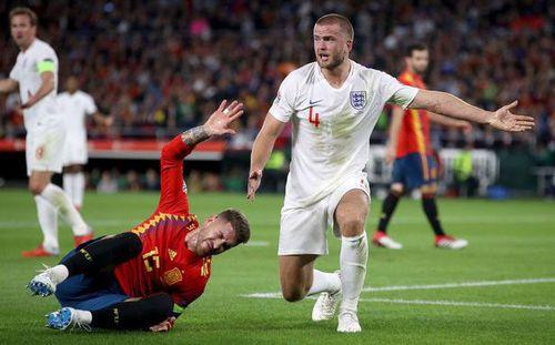 Fan Premier League hả hê khi Ramos lãnh