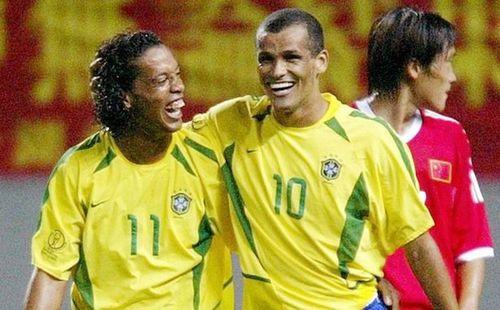 Barcelona tẩy chay Ronaldinho và Rivaldo vì lý do bất ngờ