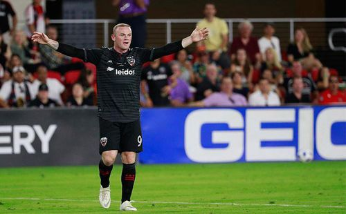 Lập siêu phẩm đá phạt, Rooney đưa đội bóng đặt một chân vào vòng chung kết