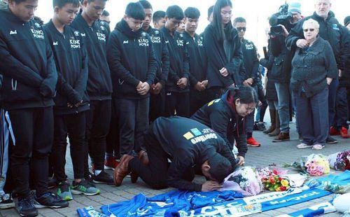 Viết tâm thư buồn rơi nước mắt, Kiatisak quỳ lạy cố Chủ tịch Vichai Srivaddhanaprabha
